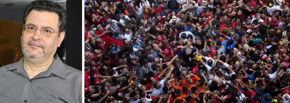 """O presidente do PCO, Rui Costa Pimenta, acredita que compactuar com o processo eleitoral fraudulento e pautado pela direita desvia a luta política contra o golpe de Estado; """"Precisamos centrar forças na mobilização em defesa da democracia, que hoje é central na bandeira pela liberdade do ex-presidente, ou seja, é Lula ou nada"""", ressalta; """"Um passo importante no conjunto das organizações de esquerda seria deliberar que, se Lula não puder ser candidato, não haverá a legitimação dessa eleição, convocando o povo para negar esse processo eleitoral fraudulento e pautado pela direita"""", defende; assista"""