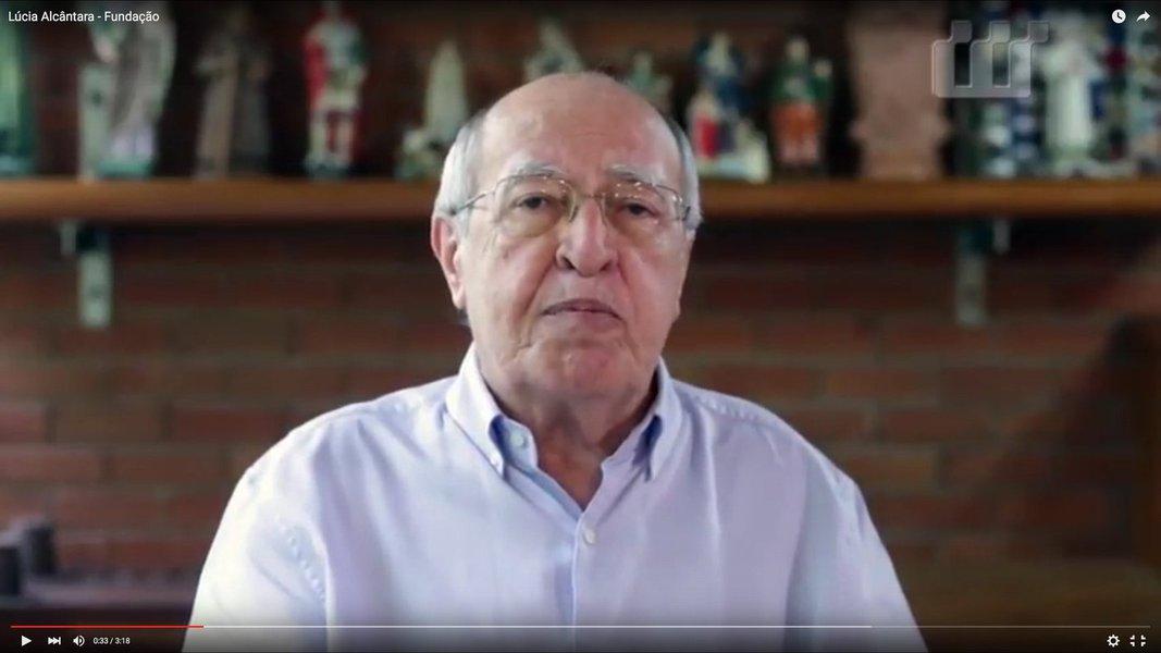 O ex-governador Lúcio Alcântara deixou o PR e deverá se refiliar ao PSDB, partido do qual saiu em 2007, após a derrota na disputa da sua reeleição, quando não teve o apoio dos principais caciques tucanos. Com a mudança no comando do PR e adesão à base do governador Camilo Santana, Lúcio Alcântara, optou por deixar o partido. O ato de filiação está marcado para amanhã (5), em Maracanaú, quando haverá ainda a filiação do ex-prefeito, Roberto Pessoa, que também deixa o PR. Lúcio é um dos nomes cotados pela oposição ao governador Camilo Santana, para uma das vagas ao Senado Federal