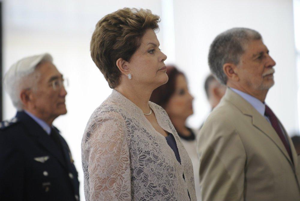 A presidente deposta Dilma Rousseff e o embaixador Celso Amorim pretendem denunciar, a correspondentes estrangeiros, o avanço do fascismo no Brasil e os riscos à democracia; os dois concedem entrevista coletiva nesta segunda-feira, 26 de março, às 15 horas, no hotel Rio Othon Palace, no Rio de Janeiro, e vão tratar dos ataques ocorridos à Caravana Lula pelo Brasil, por milícias no interior do Rio Grande do Sul, na semana passada; neste domingo, o ônibus de Lula foi atacado em Santa Catarina