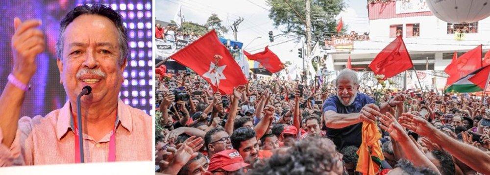 """Em entrevista à TV 247, Batista Lemos, presidente do PCdoB no Rio de Janeiro e amigo pessoal do ex-presidente Lula, com quem militou no Sindicato dos Metalúrgicos do ABC nas décadas de 70 e 80, lembra a história do petista na liderança dos trabalhadores diante das multinacionais, sua prisão na época da ditadura e destaca que""""hoje é outro patamar, é uma situação histórica""""; """"Por isso que a questão principal hoje da classe trabalhadora e do povo brasileiro é lutar pela liberdade de Lula""""; assista"""