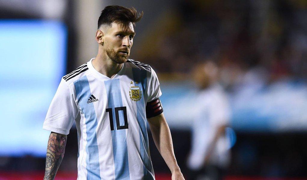 Messi orgulhou o universo dos que acreditam em justiça e autodeterminação dos povos ao liderar os atletas da seleção argentina contra a realização do amistoso com a seleção de Israel, em Jerusalém
