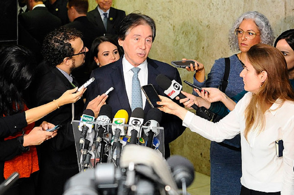 Nesta segunda-feira (2), o presidente do Senado, Eunício Oliveira (MDB-CE), afirmou que acredita na possibilidade de votação da Medida Provisória 808/2017, que altera a reforma trabalhista, se a Câmara dos Deputados enviar o texto com prazo mínimo de sete dias antes do vencimento. A MP é válida até o dia 23 de abril. Entre os pontos a serem revistos pela MP 808 estáo trabalho em condições insalubres de grávidas e lactantes, além do chamado trabalho intermitente