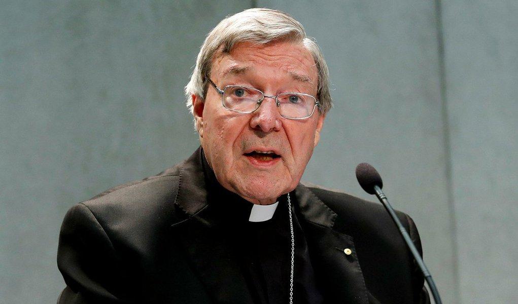 O tribunal de Melbourne (Australia) confirmou, nesta segunda-feira 30, prosseguimento do caso de abusos sexuais em que é acusado o cardeal George Pell; católico mais graduado da Austrália, tesoureiro do Vaticano, o religioso, de 76 anos, negou as acusações