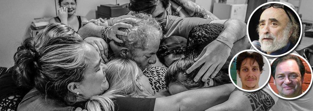 Golpe no Brasil e prisão do ex-presidente Luiz Inácio Lula da Silva repercute no exterior; intelectuais franceses e forças de esquerda protestam, em um manifesto, destacando a proibição arbitrária de visitas; entre as assinaturas estão as de Jean-Marc Delaunay, coordenador do Festival das Solidariedades, Bernard Dréano, presidente do Centro de Estudos e Iniciativas de Solidariedade Internacional, e Patrick Farbiaz, da ONG Sair do Colonialismo