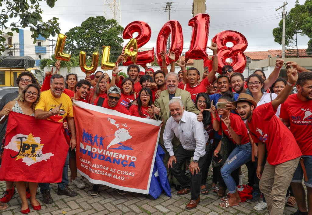 Só assim, mobilizado pela politização, fortalecido pela organização (que inclui os partidos mas que extravasam seus limites) o povo poderá assegurar eleições livres, defender os direitos de Lula e sua candidatura