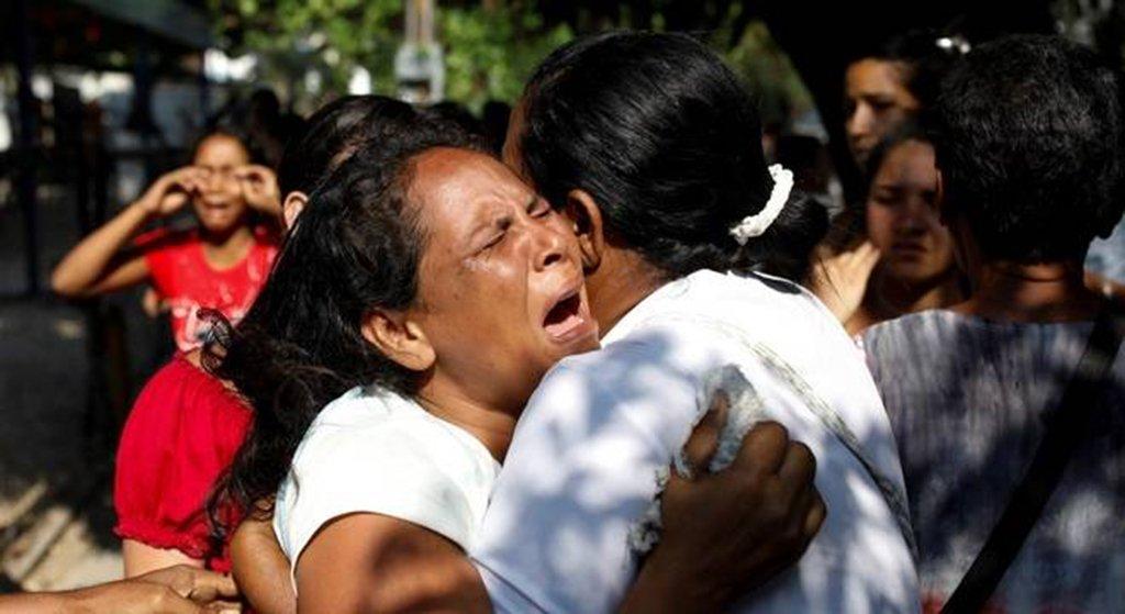 """O procurador-geral da Venezuela, Tarek Saab, confirmou que pelo menos 68 pessoas morreram em um """"suposto incêndio"""" no centro de reclusão da Polícia Estadual de Carabobo, no centro do país, onde, segundo a imprensa local, ocorreu um motim durante a madrugada; """"O Ministério Público informa à opinião pública que perante os fatos terríveis acontecidos no Comando da Polícia do Estado Carabobo, onde 68 pessoas morreram por um suposto incêndio, nomeamos quatro promotores para esclarecer esses eventos dramáticos"""", disse Saab, pelo Twitter"""