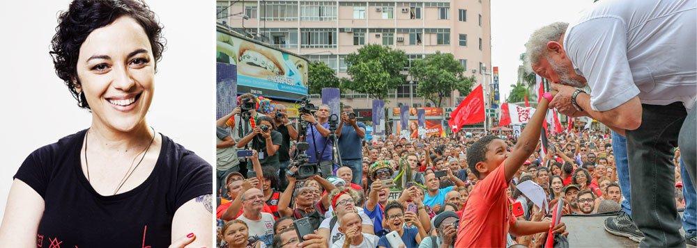 """A filósofa e escritora Marcia Tiburi participou nesta sexta-feira, 6, do ato em São Bernardo do Campo em defesa do ex-presidente Lula. Em declaração ao 247, Tiburi destacou a ilegalidade contra Lula; """"A sua prisão vai ser um ato de violência radical à Constituição e ao sentido do Direito e da Justiça. Vamos pensar na presunção de inocência, porque hoje é Lula e amanhã pode ser você"""", disse ela"""