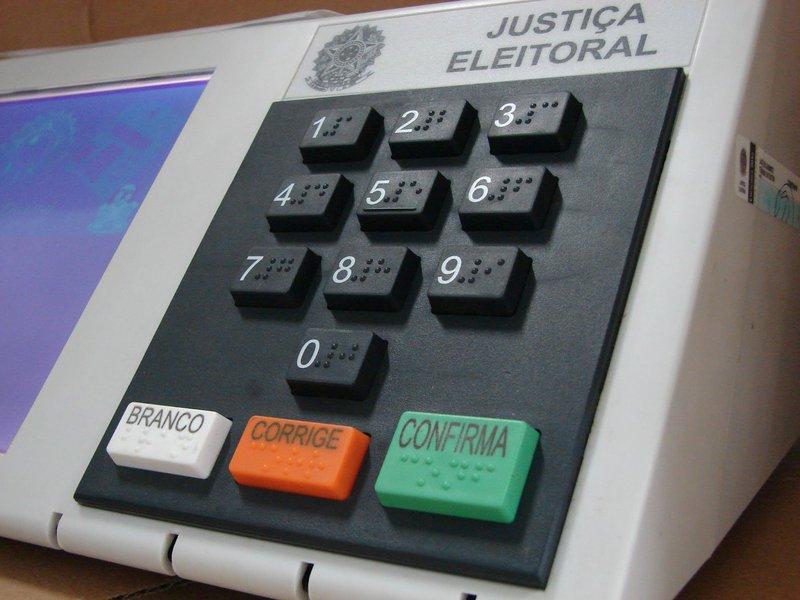 A partir desta segunda-feira (12), o Tribunal Regional Eleitoral do Ceará (TRE-CE) conta com agendamento para que os eleitores realizem o cadastro da biometria em um dos sete shoppings de Fortaleza onde o órgão mantém um posto. A biometria ainda não é obrigatória e Fortaleza