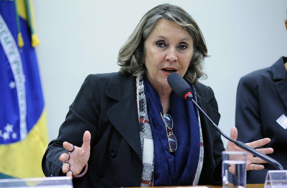 """A deputada federal Erika Kokay (PT-DF) divulgou uma nota em que afirma ser """"descabida"""" a representação do deputado federal Laerte Bessa (PR-DF) que pede a cassação do mandato da parlamentar """"por emitir opiniões acerca da desonestidade de Michel Temer"""";""""Tal investida sustenta-se apenas no ódio fascista e na tentativa de amordaçar a oposição, cercear a liberdade de expressão e calar as opiniões divergentes"""""""
