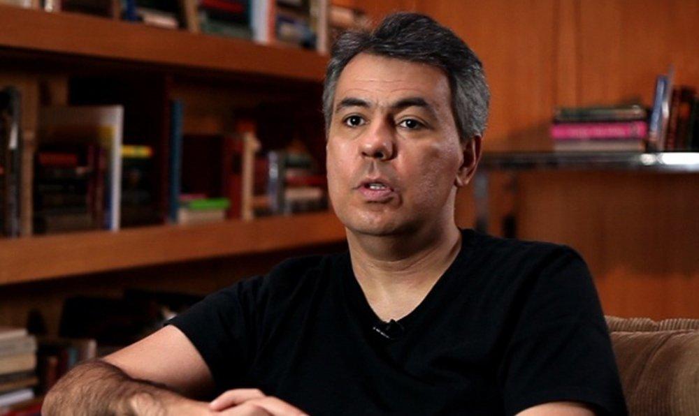 """O jornalista Mario Rosa escreveu nesta segunda-feira, 12, um desabafo sobre a situação atual do País. """"Eu acordei com medo do mundo. A liberdade, não sei, ficou estranha. É por isso que eu me calo: não me sinto livre para falar. Parece que prenderam a liberdade. E libertaram a prisão"""", diz ele em artigo no site Poder 360"""