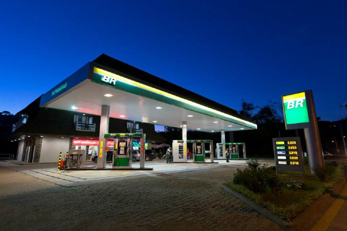 Os postos de gasolina do Ceará poderão funcionar normalmente, neste feriadão da Semana Santa, segundo decisão liminar do desembargador federal Francisco José Gomes, do Tribunal Regional do Trabalho no Ceará