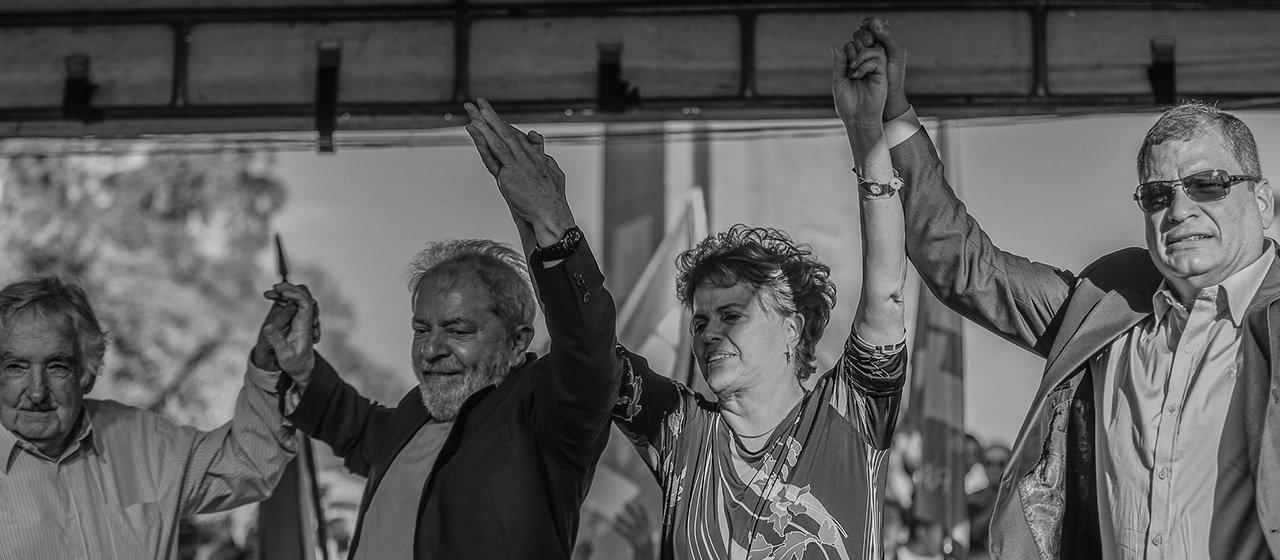 Em sua passagem pelo Rio Grande do Sul, a caravana do ex-presidente Luiz Inácio Lula da Silva promoveu uma conversa pública com os ex-presidentes José Pepe Mujica, do Uruguai, do ex-presidente do Equador, Rafael Correa, e da presidente deposta Dilma Rousseff; nesta terça-feira (20), a comitiva viaja para Santa Maria, cidade de 280 mil habitantes na região central do estado, a cerca de 300 quilômetros da capital