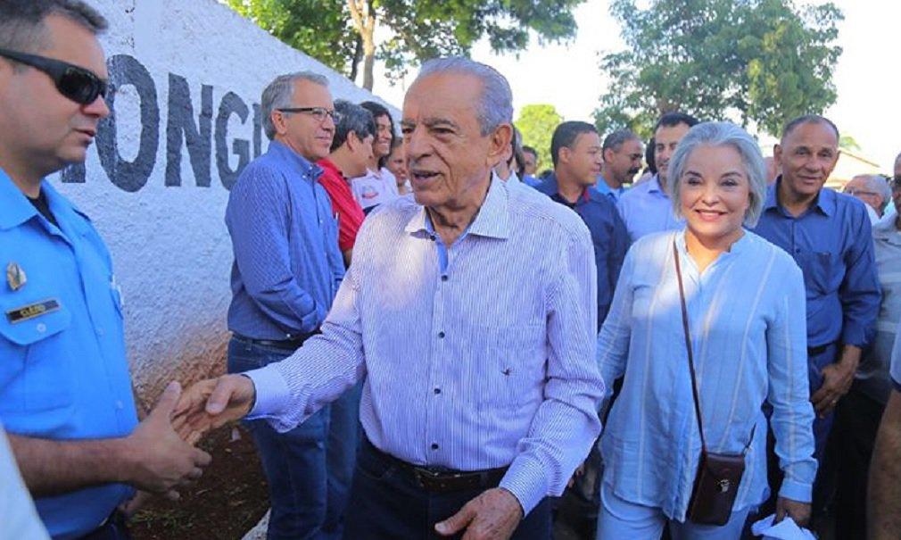 """Péssima notícia para o senador Ronaldo Caiado (DEM): o prefeito Iris Rezende (MDB) declarou apoio ao deputado federal Daniel Vilela (MDB) na disputa para o governo de Goiás. Na terça-feira (20), um grupo de prefeitos importantes do MDB fez ato de apoio forma a Caiado; afirmação de Iris foi feita nesta sexta-feira durante entrevista na frente de serviços do setor Santos Dumont; """"Eu sou de qual partido? Eu sou filiado ao MDB. Isso não se discute. Eu disse isso com muita clareza. Lutei até anteontem, trasantontem, para fazer um acordo entre os dois (Daniel e Caiado), mas eu disse lá atrás: 'se eu não conseguir, meu apoio é ao candidato do MDB'. Não consegui"""", afirmou"""