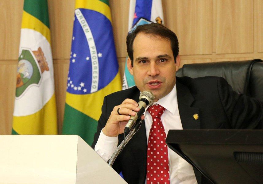 Com as viagens do prefeito Roberto Cláudio e do vice-prefeito Moroni Torgan, opresidente da Câmara Municipal, vereador Salmito Filho, assume a Prefeitura de Fortaleza na próxima semana