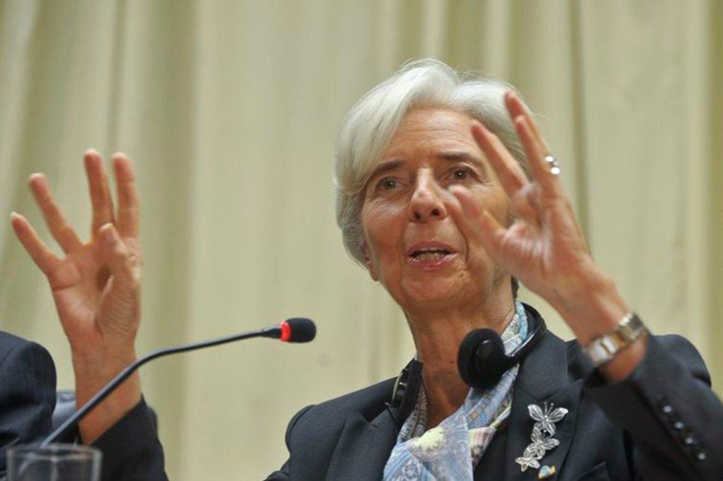 """A diretora gerente do Fundo Monetário Internacional (FMI), Christine Lagarde, afirmou que, dado o ônus da dívida no país, """"é tempo de fazer uma consolidação fiscal inteligente, gradual ao longo do tempo""""; segundo ela,o crescimento """"é provável consequência de algumas das reformas-chave que foram levadas adiante, mas não todas ainda, ainda há mais por vir"""""""