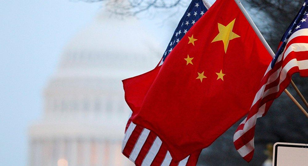 """O presidente dos Estados Unidos, Donald Trump, expressou interesse em taxar bens importados da China """"à luz da retaliação injusta da China"""" às tarifas anunciadas por Trump no início desta semana; """"As práticas comerciais ilícitas da China — ignoradas durante anos por Washington — destruíram milhares de fábricas americanas e milhões de empregos americanos"""", disse Trump"""