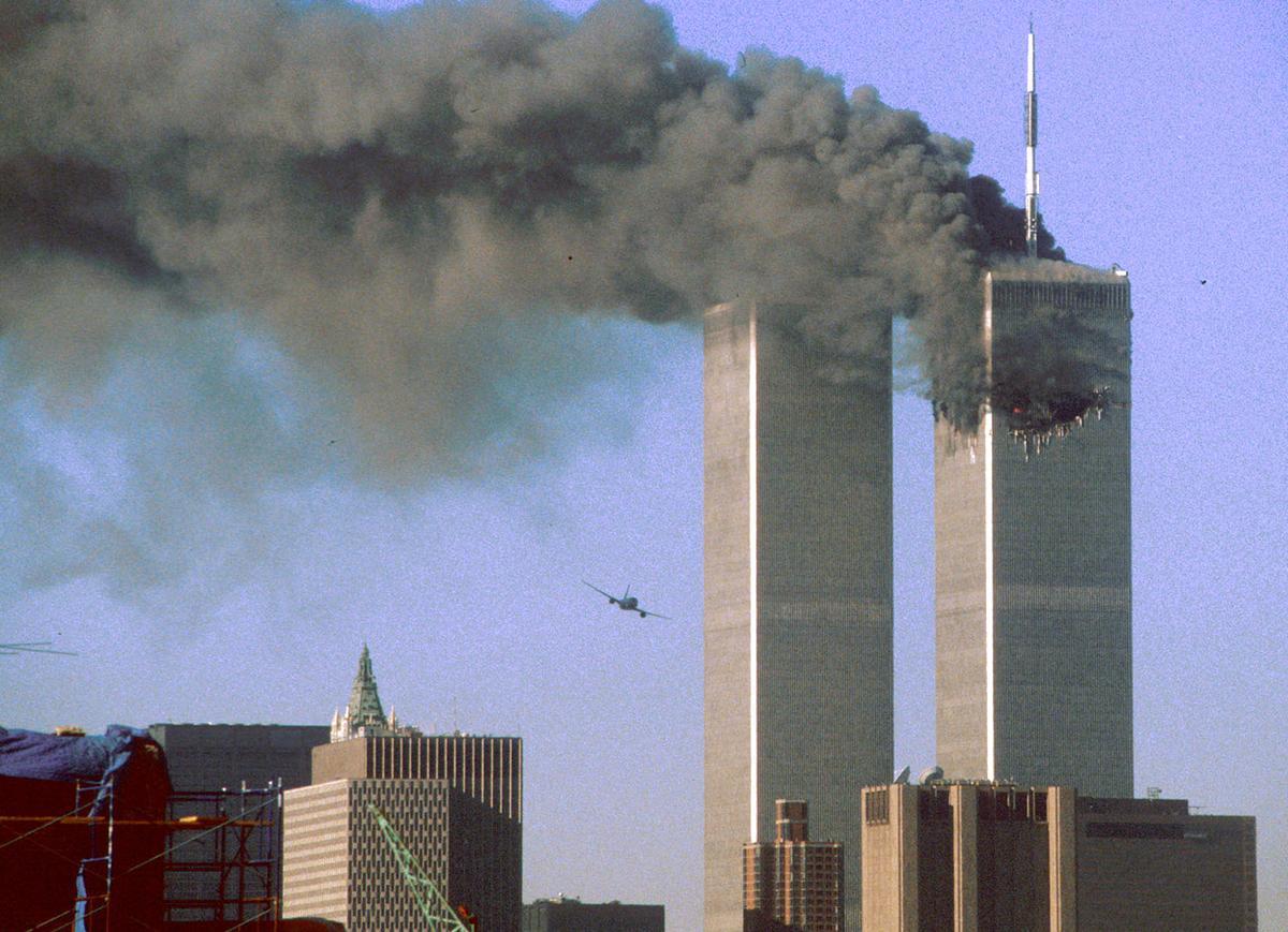 Tribunal norte-americano ordenou que o Irã pagasse bilhões de dólares de indenizações aos membros das famílias de vítimas dos ataques terroristas de 11 de setembro de 2001; segundo o tribunal, a República Islâmica do Irã, o Corpo de Guardiões da Revolução Islâmica e o Banco Central do Irã foram considerados culpados pela morte de 1008 pessoas, por isso as autoridades do Irã devem pagar indenização aos membros das famílias das vítimas do ataque