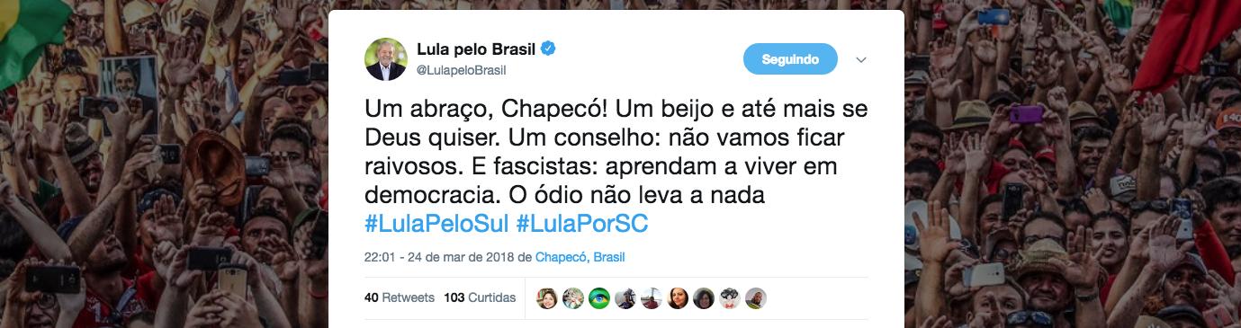 """O ex-presidente Lula cumpriu mais uma etapa da sua caravana, desta vez na cidade de Chapecó (SC), e deixou uma importante mensagem aos que pregam ódio, violência e intolerância; """"Um abraço, Chapecó! Um beijo e até mais se Deus quiser. Um conselho: não vamos ficar raivosos. E fascistas: aprendam a viver em democracia. O ódio não leva a nada"""", afirmou; líder em todas as pesquisas, Lula obteve uma liminar no Supremo Tribunal Federal que impede a sua prisão antes do julgamento de seu habeas corpus"""