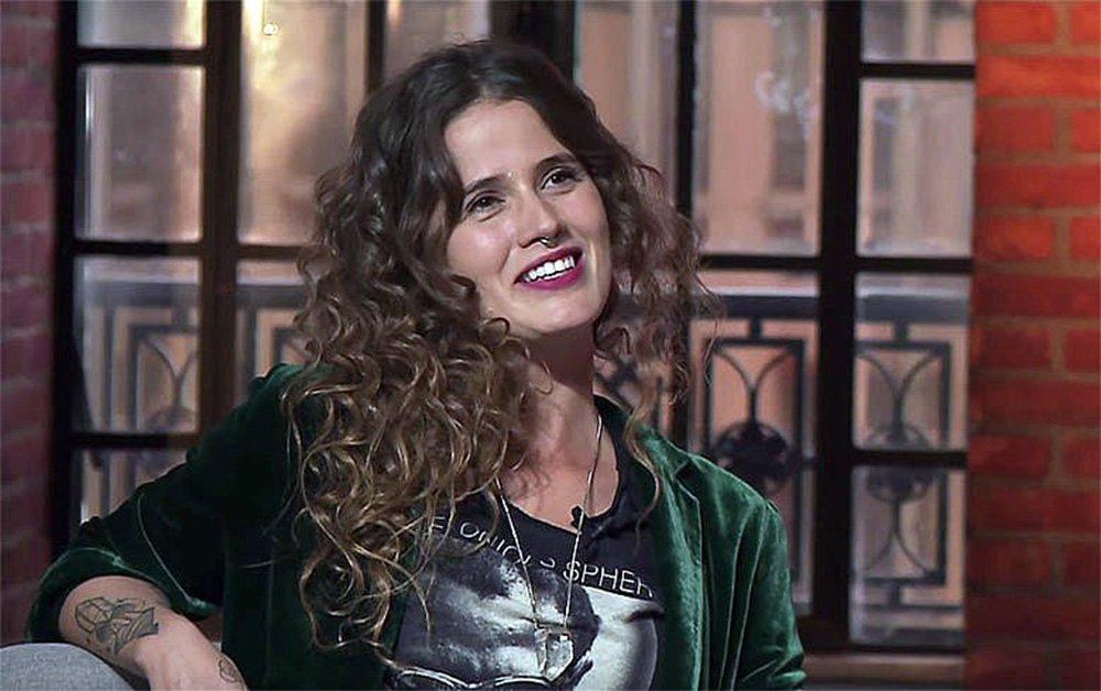 """No programa da TVT, cantora falou sobre trabalho e participação em manifestações. Ela prepara novo disco. """"Continuarei cantando músicas de amor. O amor também é um tema político""""; leia reportagem de Vutor Nuzzi"""