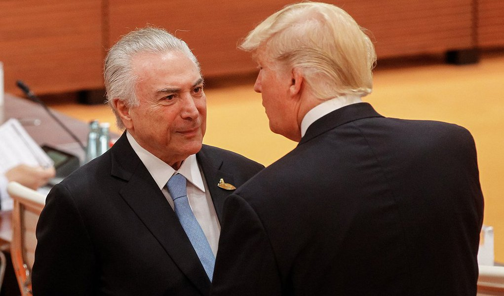 Em detalhada análise publicada no portal europeu Brasil Wire, o jornalista Brian Mier mostra como as empresas como a Microsoft, Monsanto, Boeing, Chevron e Shell estão lucrando com as políticas adotadas depois do golpe de 2016 e como entidades como aAS-COA construíram o apoio ao golpe na mídia americana