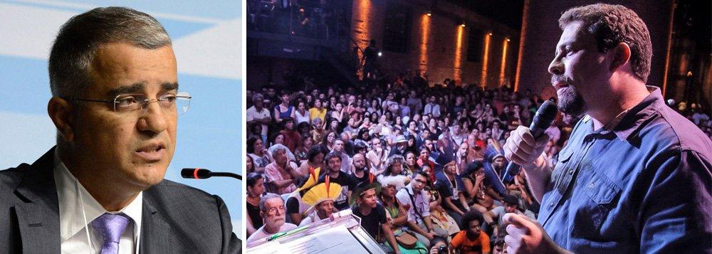 """O jornalista Kennedy Alencar afirma nesta segunda-feira, 5, que a candidatura de Guilherme Boulos representa """"com mais força as ideias de esquerda com pitadas de centro-esquerda""""; """"Boulos será um candidato mais à esquerda do que Manuela D'Ávila, do PC do B, e Ciro Gomes, do PDT"""", disse Kennedy; """"De certa forma e guardadas as diferenças, Boulos lembra o Lula do início de carreira. Tem os pés fincados numa forte base social e está num partido que hoje tem ideias mais radicais do que o PT na política e, sobretudo, na economia"""", afirma o jornalista"""