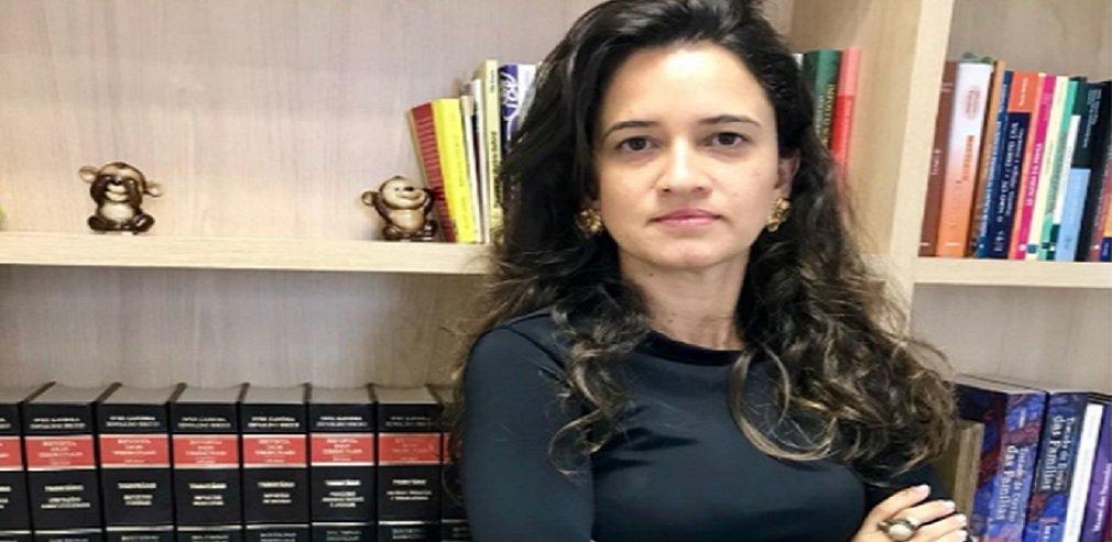 """Aprovada no Senado em outubro e sancionada por Michel Temer em novembro do ano passado, a Lei 13.509/2017 cria novas regras para a adoção no Brasil; om mudanças significativas nos prazos do processo para adoção, a nova legislação expõe, segundo a presidente da Comissão dos Direitos da Criança e do Adolescente da OAB-Goiás, Bárbara Cruvinel, """"o problema estrutural do Poder Judiciário brasileiro""""; ela alerta para o encurtamento do prazo, mas diz que a OAB pode auxiliar o Judiciário neste novo processo"""