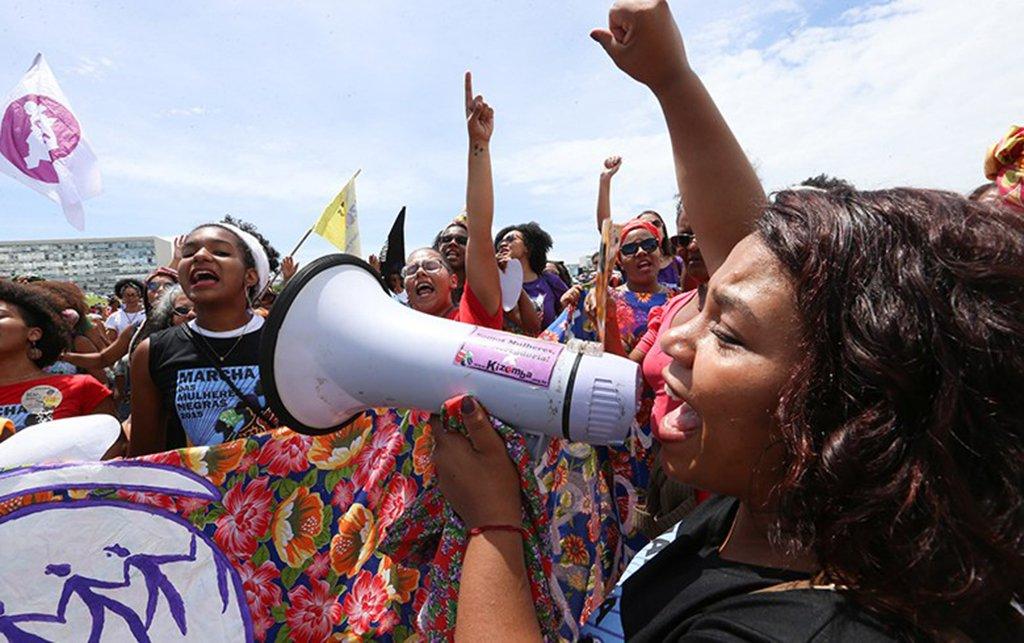 Assim como no Dia Internacional da Mulher de 1917, quando centenas de operárias em greve deram o pontapé inicial para a queda do czarismo e foram a chave de entrada para a Revolução Russa, o 8 de março de 2018 no Brasil pretende chamar para a luta trabalhadoras que estão tendo direitos sociais e garantias trabalhistas destruídos pelo governo Temer; até o 1º de Maio, movimentos feministas e coletivos organizam a Jornada de Luta das Mulheres em Defesa da Democracia e dos Direitos