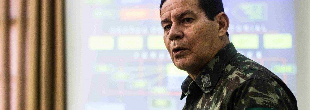 """O general Antonio Hamilton de Mourão criticou os políticos e a intervenção militar federal na segurança pública do Rio; """"O general Braga Neto não tem poder político, é um cachorro acuado e não vai conseguir resolver dessa forma. É uma intervenção meia-sola"""", acrescentou"""
