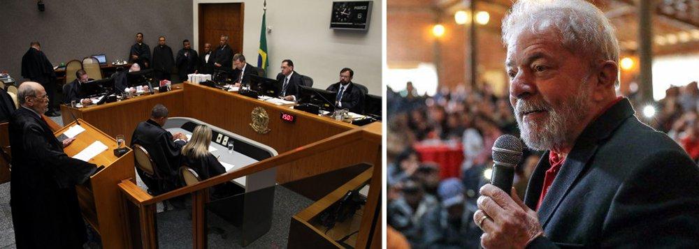 """""""Resultado da votação do STJ sobre habeas corpus para Lula era mais do que previsível"""", escreve Paulo Moreira Leite, articulista do 247, que há uma semana escreveu que a chance de um resultado favorável era """"nula"""". O jornalista lembra que, """"se tudo continuar como está, o roteiro conduz Lula para a cadeia"""". PML destaca ainda que """"vários ministros do Supremo deixaram claro que não querem fazer o papel de bibelôs num caso dessa envergadura"""""""