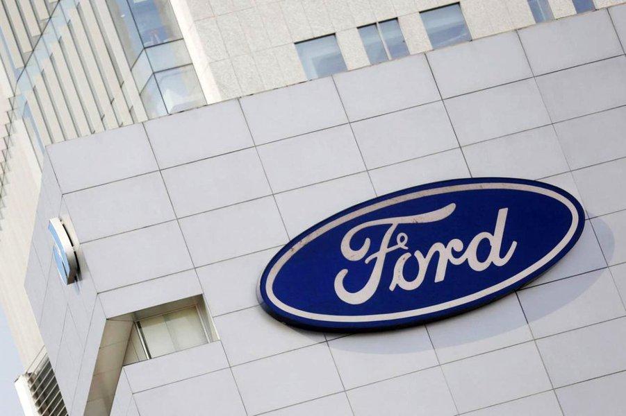 """Ford disse que as tarifas de aço e alumínio anunciadas pelo presidente dos Estados Unidos, Donald Trump, poderiam aumentar os preços de commodities no país e prejudicar a""""competitividade dos fabricantes americanos""""; Ford notou o impacto das tarifas mesmo que a montadora compre""""nos EUA a maior parte do aço e alumínio para a produção nos EUA""""; em janeiro, a Ford alertou que os preços mais altos de metais, como alumínio e aço, seriam um peso significativo para os resultados neste ano"""