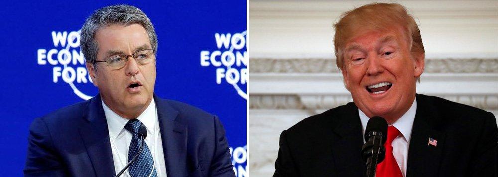 """O diretor-geral da Organização Mundial do Comércio, Roberto Azevedo, mostrou preocupação com o plano do presidente norte-americano, Donald Trump, de tarifar importações de aço e alumínio, uma intervenção extremamente rara na política comercial de um membro da OMC; """"A OMC está claramente preocupada com o anúncio dos planos dos EUA sobre tarifas de aço e alumínio. A potencial de escalada é real, como vimos a partir das respostas iniciais de outros"""", disse ele em breve declaração da OMC; """"Uma guerra comercial não é de interesse de ninguém. A OMC vai observar a situação de perto"""""""