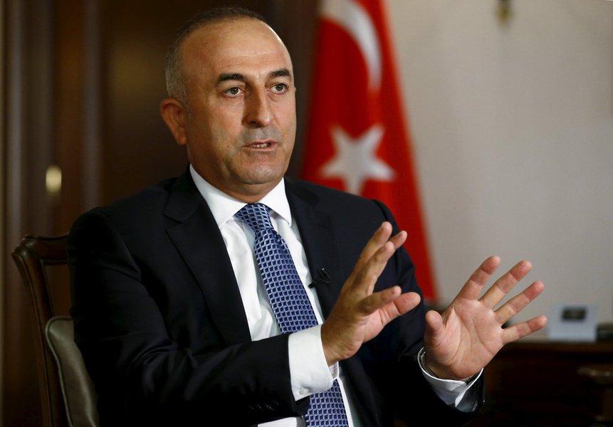 """De acordo com o ministro das Relações Exteriores da Turquia, Mevlut Cavusoglu, as relações com os EUA estão em estado crítico. Por isso, a Turquia e os EUA concordaram em haver necessidade de normalizar as relações depois de um período de tensões sem precedentes nos últimos anos; """"Nós concordamos em normalizar as relações mais uma vez"""", disse Cavusoglu"""