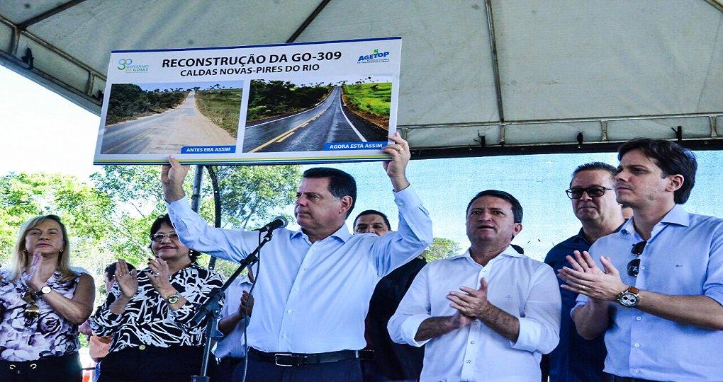 Com a entrega desta quinta-feira da reconstrução da GO-309, Caldas Novas/Pires do Rio, todas as rodovias que dão acesso à cidade das águas quentes estão em excelentes condições; governador Marconi Perillo descerrou a placa de inauguração da reconstrução rodovia, na qual foram investidos R$ 15,3 milhões, num trecho de 63,8 quilômetros