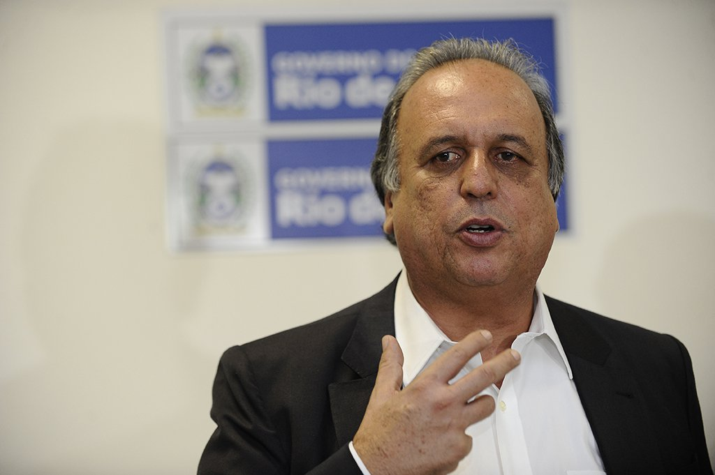 Governador Luiz Fernando Pezão e prefeitos discutem medidas contra a crise econômica nas cidades no entorno do Complexo Petroquímico do Rio de Janeiro em reunião no Palácio Guanabara (Fernando Frazão/Agência Brasil)