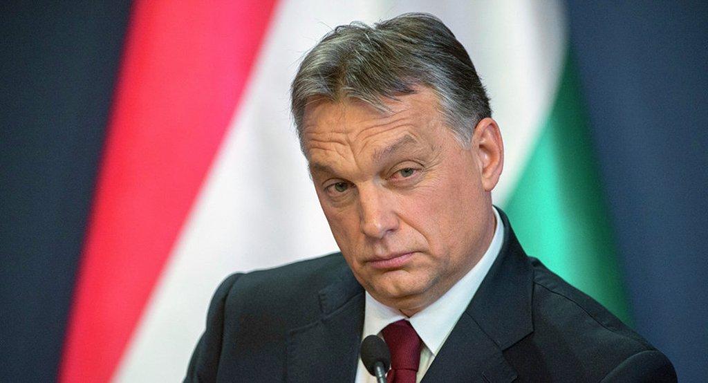 """De olho em um terceiro mandato, o primeiro-ministro da Hungria, Viktor Órban, reforçou seu discurso anti-imigração; """"Nuvens escuras pairam sobre a Europa por causa da imigração"""", disse Órban; para o premiê da Hungria, asgrandes cidades europeias terão populações de maioria muçulmana em breve. Ele acusou União Europeia, Alemanha e França de """"abrirem o caminho para o declínio da cultura cristã e o avanço do Islã""""; Órban afirmou que o cristianismo é a """"última esperança"""" da Europa"""