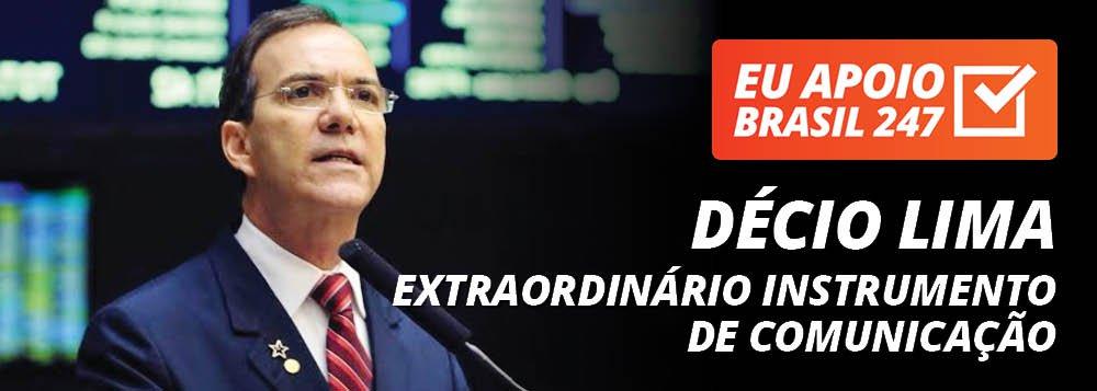 """O deputado federal Décio Lima (PT-SC) apoia a campanha de assinaturas solidárias do 247; """"É um extraordinário instrumento de comunicação, sério, democrático e de construção de valores. Como leitor, eu estou fazendo aqui um apelo, para que você faça a assinatura solidária. Para que você não permite que um instrumento tão importante, num momento em que a grande mídia faz essa perversidade com o Brasil, que nós não tenhamos esse canal de expressão para o povo brasileiro""""; assista ao vídeo"""