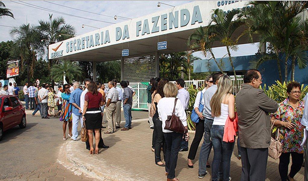 Balanço realizado pela Secretaria da Fazenda revela que, apesar da crise, em Goiás aumentou o número de empresas abertas com opção pelo regime do Simples Nacional; no final de 2017 foram registradas a abertura de 9.446 mil empresas enquadradas diretamente no regime especial, o que representou crescimento de 18,8% em relação a 2016, que contabilizou 7.951 mil; atualmente 83,6 mil empresas estão enquadradas nessa opção em Goiás