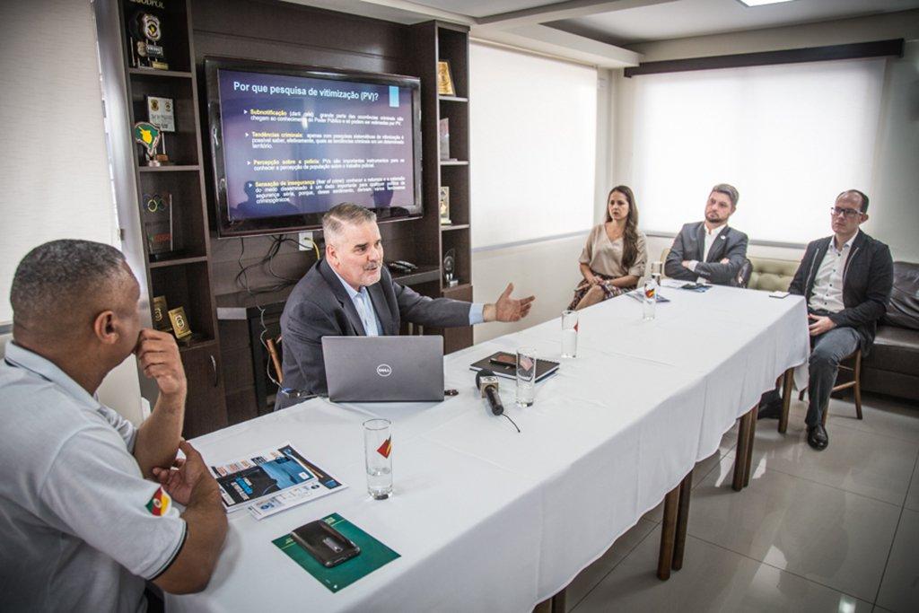 01/02/2018 - PORTO ALEGRE, RS - Coletiva de imprensa do Sindicato dos Policiais Federais do RS apresentou resultados da pesquisa de vitimização realizada em 2017. Com a fala, Marcos Rolim Foto: