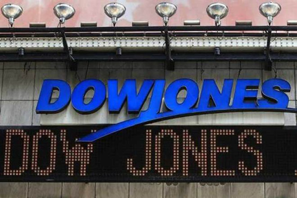 Como tantas vezes dentro do capitalismo, assinala-se um processo de perdas no mercado de ações fruto da redução de 1800 pontos nos últimos dois pregões do Dow Jones. O sentimento é de temor de estarmos na porta de um novo período de desvalorização continuada como em 2008