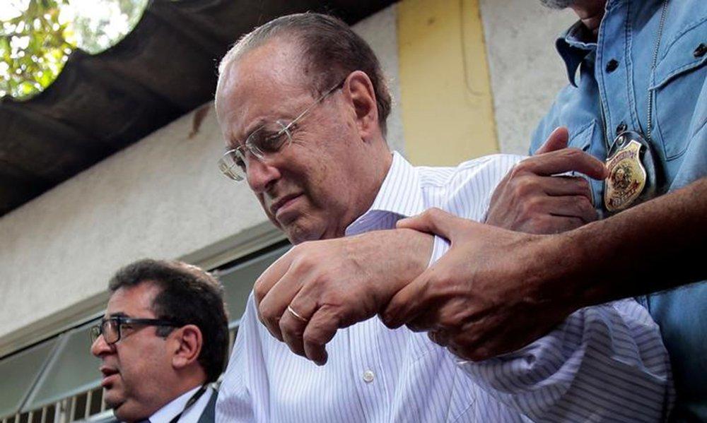 Deputado Paulo Maluf é escoltado pela Polícia Federal na saída de Instituto Médico Legal, em São Paulo 20/12/2017. REUTERS/Leonardo Benassatto