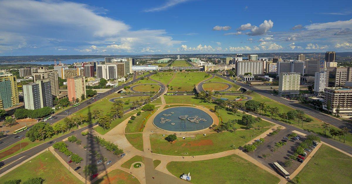 A capital da República está caindo aos pedaços, nos sentidos comum e figurado. A queda de Brasília reflete a própria decadência do país que ela representa