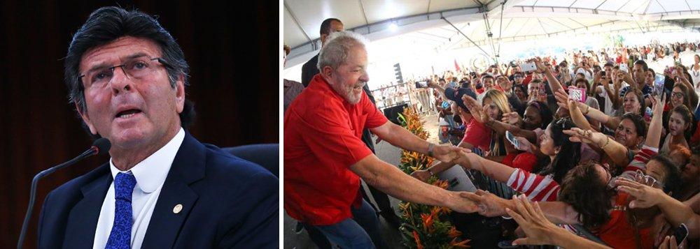 """Colunista do 247 Jeferson Miola diz que presidente do TSE, Luiz Fux, cometeu dois """"pecados indesculpáveis"""" ao dizer que a """"ficha suja é irregistrável"""" em alusão ao caso Lula; """"[i] deu por transitado em julgado um processo que, além de farsesco e manipulado, ainda se encontra em andamento, e [ii] prometeu impor uma restrição absoluta ao direito de registrar candidatura que só caberia na cabeça infame de um soberano totalitário ou de um agente de ditadura"""", diz ele; """"A pressa do Fux verificada na perseguição ao Lula contrasta, todavia, com a lerdeza de tartaruga no julgamento do obsceno auxílio-moradia para a aristocracia pornográfica do judiciário"""""""