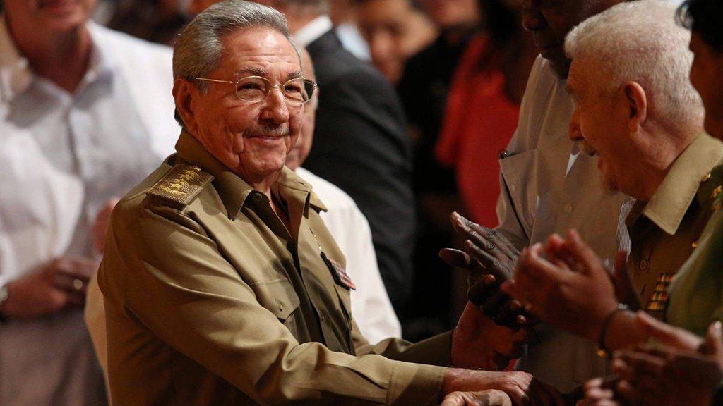 O presidente de Cuba, Raúl Castro, terminará, no dia 19 de abril deste ano e aos 86 anos, seu mandato como presidente ao transferir o poder para um líder da nova geração; nestes quatro meses, Castro finalizará os detalhes de uma delicada manobra que levanta questões e que marcará o futuro do país; quem deve assumir é o lugar de Raúl Castro é o vice-presidente Miguel Díaz-Canel, 57 anos; ex-ministro da Educação, ele tem reputação de ser um pragmático e alguém que aproveita oportunidades