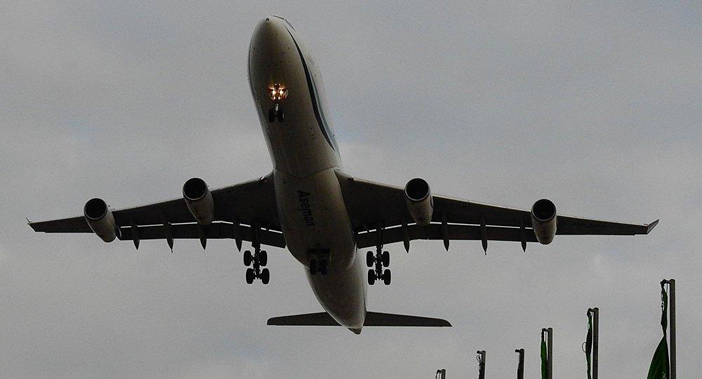 Segundo a mídia local, o avião estava realizando um voo entre ascidades iranianas de Teerã e Yasuj. O avião pertencia à companhia aérea Aseman Airlines. Uma edição local iraniana comunica que o piloto principal do avião que acidentou havia conseguido aterrissar uma aeronave com motor avariado no ano de 2013
