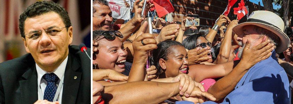 """residente da Associação dos Juízes Federais do Brasil (Ajufe), Roberto Veloso, condenou o que chamou de """"alarde desnecessário"""" que estaria sendo feito pelos manifestantes em torno do julgamento do ex-presidente Lula pelo Tribunal Regional Federal da 4ª Região (TRF-4), marcado para o próximo dia 24, em Porto Alegre (RS); """"Está havendo um alarde sobre esse julgamento desnecessário, porque o Brasil é pródigo em recursos. Caso venha a ser confirmada a sentença, haverá possibilidade de recurso para o STJ, o STF e o próprio TRF"""", afirmou"""