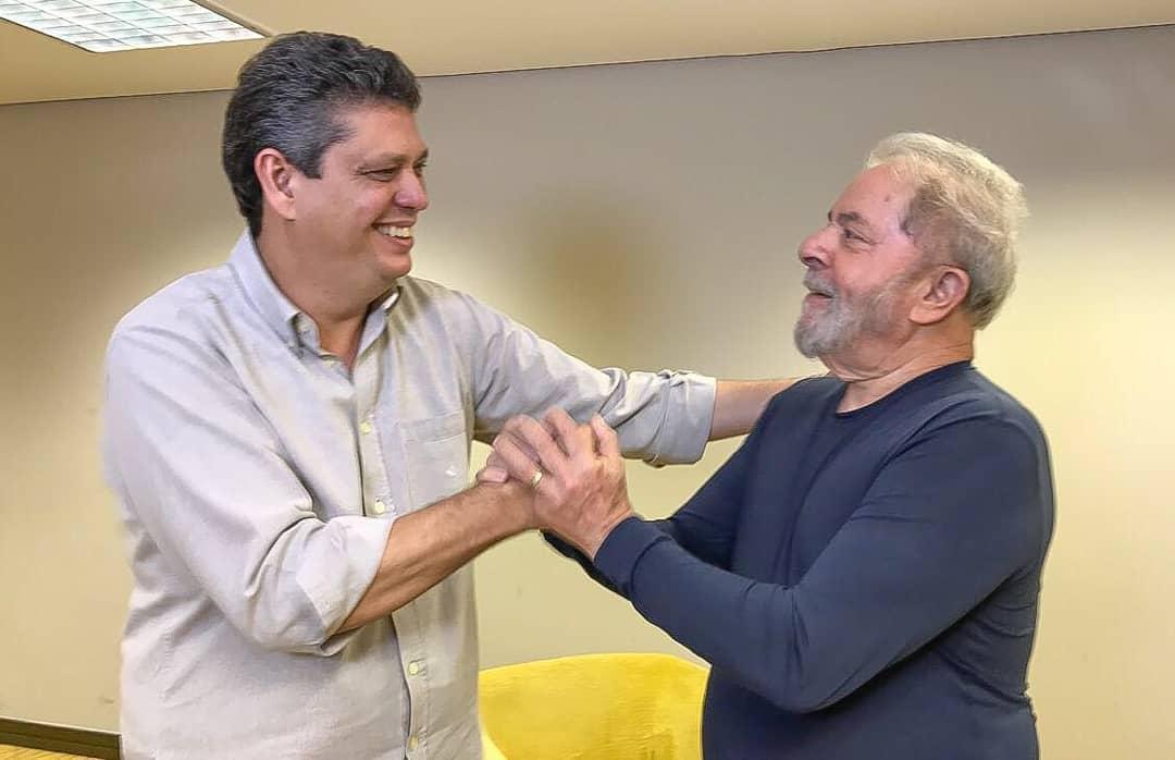 """Em entrevista à Rádio Fan FM, de Aracaju (SE), o vice-presidente nacional do PT, Márcio Macêdo, ressaltou a alta popularidade de Lula, evidenciada pelos resultados da última pesquisa Datafolha, divulgada nesta quarta-feira (31); """"Quem reúne condições políticas de liderar a reconstrução nacional é Lula. Ele tem capacidade de tirar o país do atoleiro no qual se encontra"""", afirmou Macêdo"""
