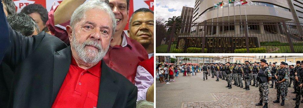 """Julgamento do ex-presidente Lula, marcado para esta quarta-feira (24), no TRF-4, em Porto Alegre, será palco de uma verdadeira operação de guerra em nome da segurança; segundo o secretário de Segurança Pública do Rio Grande do Sul, Cezar Schirmer, o perímetro do entorno do TRF-4 terá restrição por via """"aérea, terrestre e naval"""", além de atiradores de elite posicionados em locais estratégicos;""""O perímetro ficará isolado o tempo necessário para garantirmos a ordem e a segurança ao TRF-4"""", afirmou o comandante-geral da Brigada Militar, Andreis Dell Lago; desembargadores decidirão se condenarão Lula sem que haja provas contra ele, solapando a democracia, ou se o considerarão inocente, podendo disputar a eleição presidencial de outubro como deseja o povo brasileiro"""