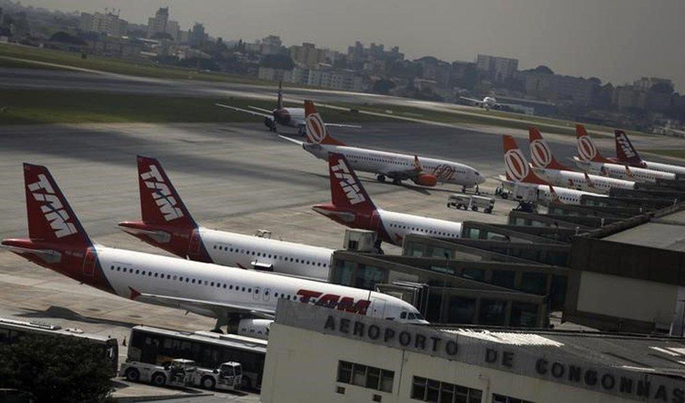 Em foto de arquivo, aviões da Gol e da TAM são vistos no aeroporto de Congonhas, em São Paulo 17/1/2014 REUTERS/Nacho Doce