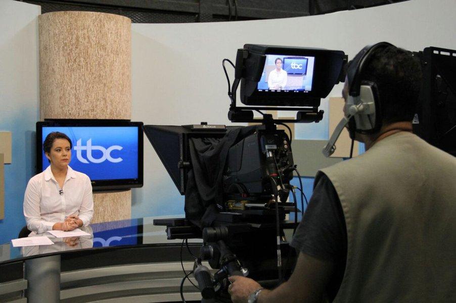 Por determinação do governador Marconi Perillo, interatividade, prioridade para a notícia, prestação de serviços e participação popular passam a ser a marca da programação e do jornalismo dos veículos da Agência Brasil Central (ABC) sob o comando do jornalista João Bosco Bittencourt; o presidente da agência apresentou nesta terça-feira à equipe a proposta de gestão, a Nova ABC; as novas grades para a Televisão Brasil Central (TBC) e a Rádio Brasil Central (RBC) têm foco em novos produtos, com a produção de três novos jornalísticos nos veículos – um programa de notícias matutino, outro nos moldes do Cidade Alerta para o final da tarde e um telejornal interativo e debates à noite