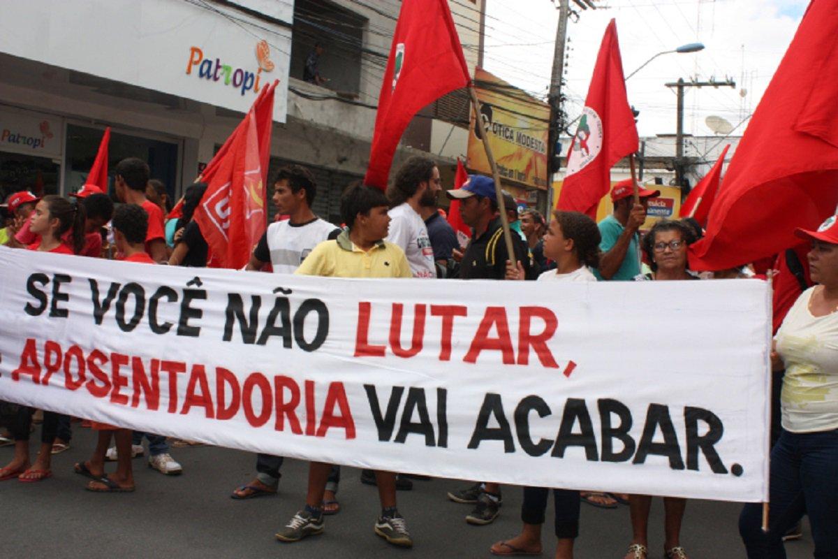 Sindicalistas voltam hoje às ruas para lutar contra a reforma da previdência. De hoje até sábado, estão marcadas seis atividades em diferentes pontos de Fortaleza.Segunda-feira (19) será o Dia Nacional de Luta, organizado em todo o Brasil, pela centrais sindicais e movimentos sociais